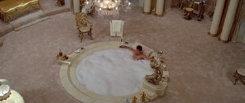 Scarface 1983 Al Pacino bathtub